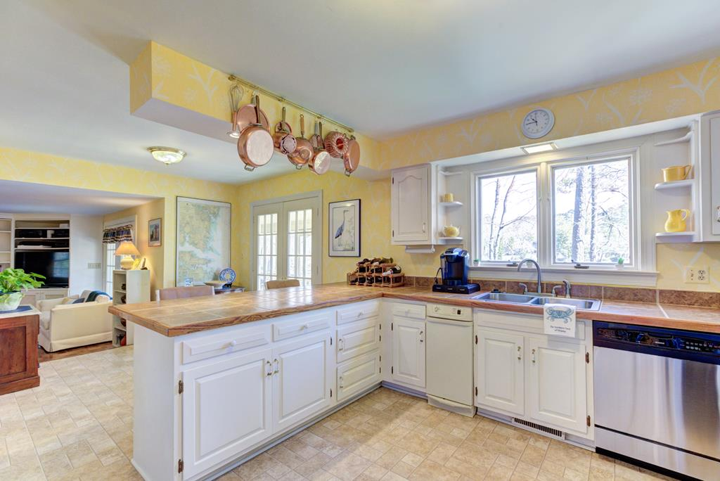 Kitchen offers plenty of counter space.