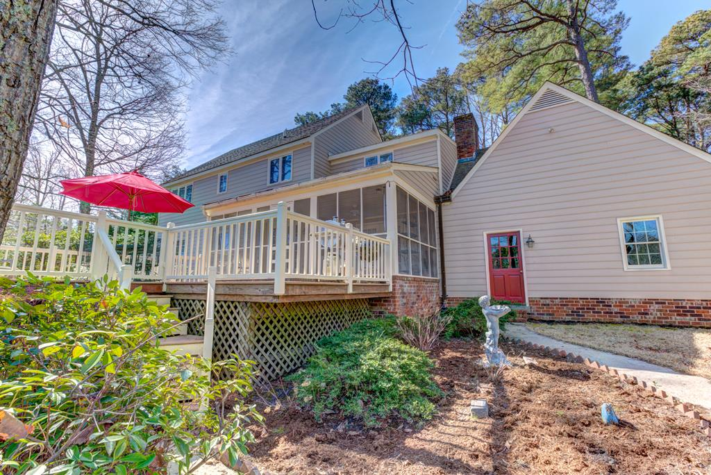 Spacious deck and screened porch!