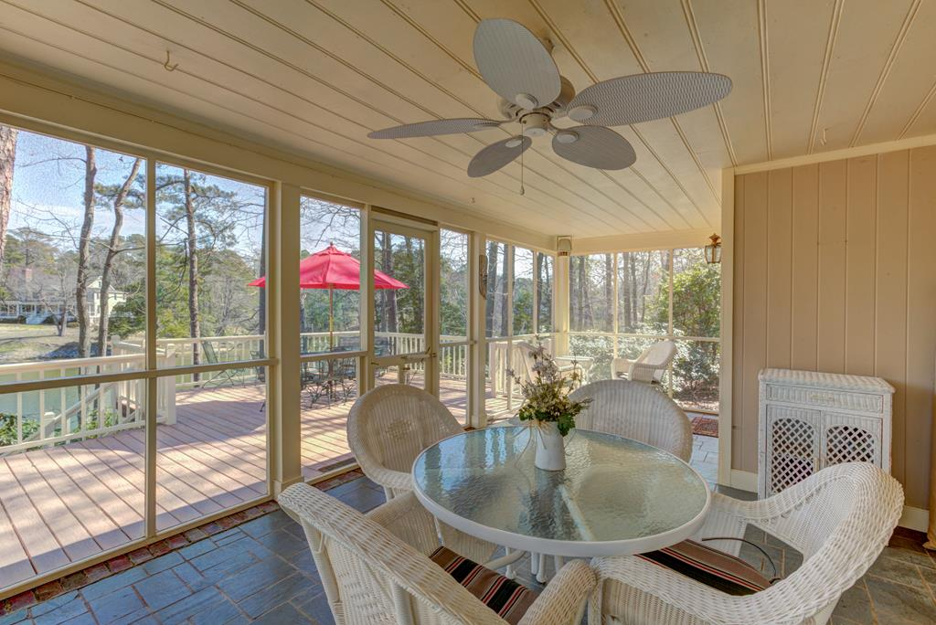 Screened porch w/nice water view!